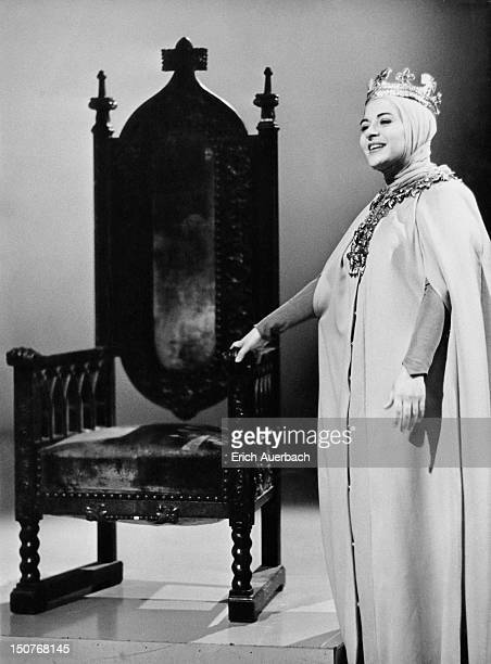 Spanish Catalan soprano Victoria de los Ángeles as Elisabeth in Wagner's opera 'Tannhauser' 4th March 1962