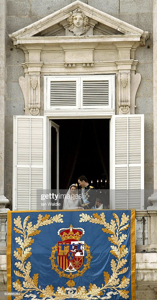 Spanish Crown Prince Felipe de Bourbon and his bride Letizia look at each other as the Royal couple appear on the balcony of Royal Palace May 22, 2004 in Madrid.