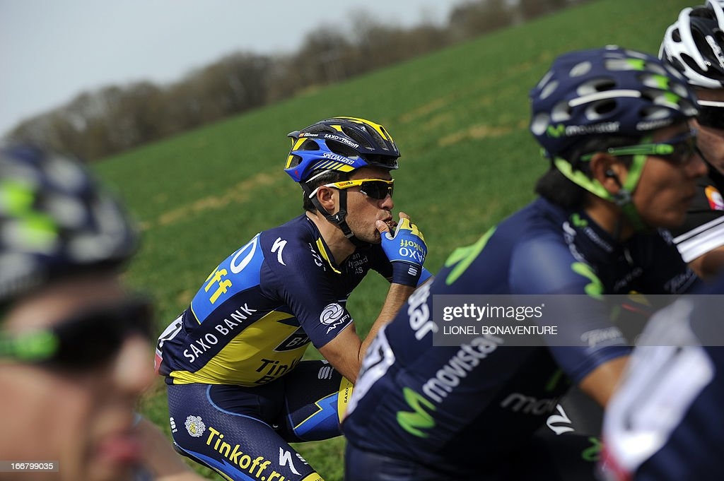 Spanish cyclist Alberto Contador (C) of Team Saxo Tinkoff rides on April 17, 2013 during the 77th edition of the Walloon Arrow (Fleche Wallonne - Waalse Pijl) one day cycling race, 205 km from Binche to Huy.