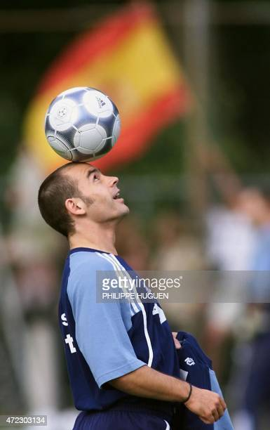 Spanish defender Francisco 'Paco' Jemez Martin plays with the ball during a training session 22 June 2000 in Tegelen 60 km east of Eindhoven Spain...