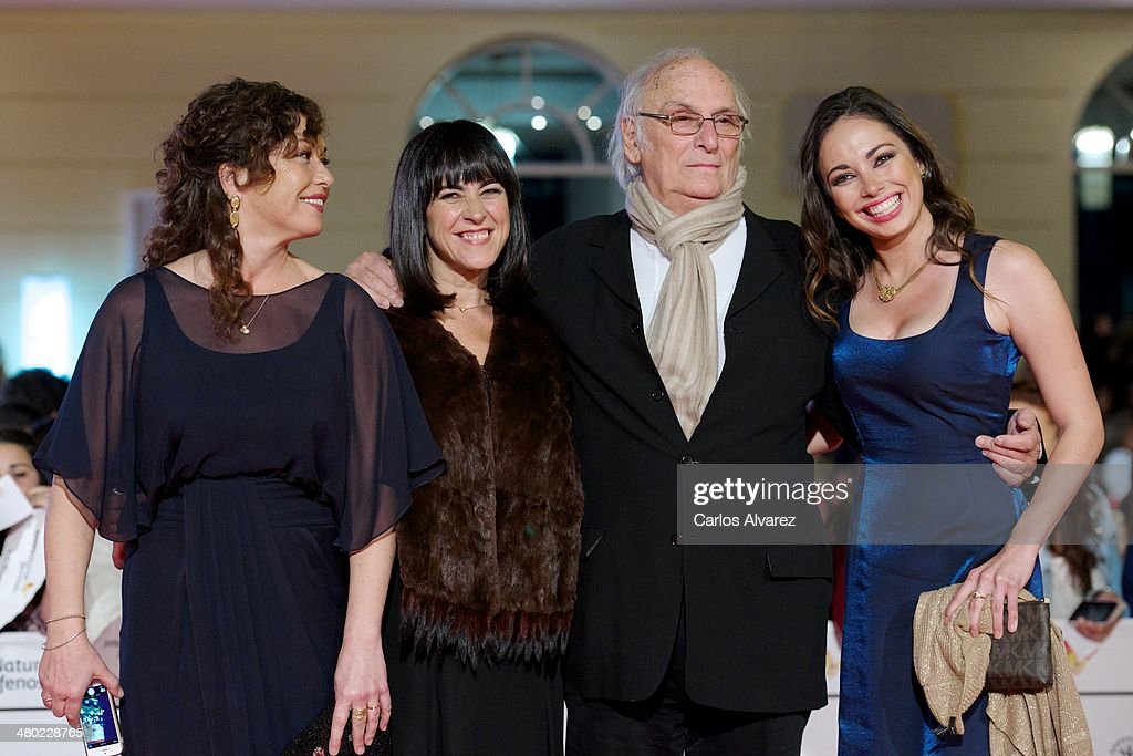 Spanish director <a gi-track='captionPersonalityLinkClicked' href=/galleries/search?phrase=Carlos+Saura&family=editorial&specificpeople=1710752 ng-click='$event.stopPropagation()'>Carlos Saura</a> (2R) and family attends the 'Amor en su Punto' premiere during the 17th Malaga Film Festival at the Cervantes Theater on March 23, 2014 in Malaga, Spain.