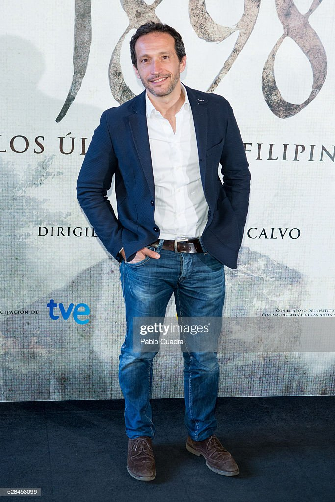 Spanish director Salvador Calvo attends the '1898 Los Ultimos De Filipinas' photocall at the Room Mate Hotel on May 05, 2016 in Madrid, Spain.