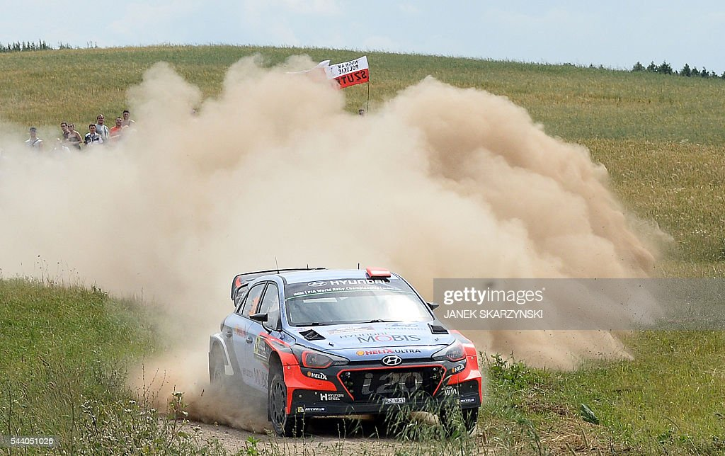Spanish driver Dani Sordo and Spanish co-driver Marc Marti drive their Hyundai i20 WRC during the special stage of The Rally of Poland in Stare Juchy, north of Poland on July 1, 2016. / AFP / JANEK