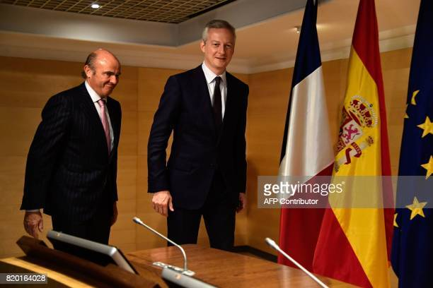 Spanish Economy Minister Luis de Guindos and his French counterpart Bruno Le Maire arrive to give a press conference at the Economy Ministry...