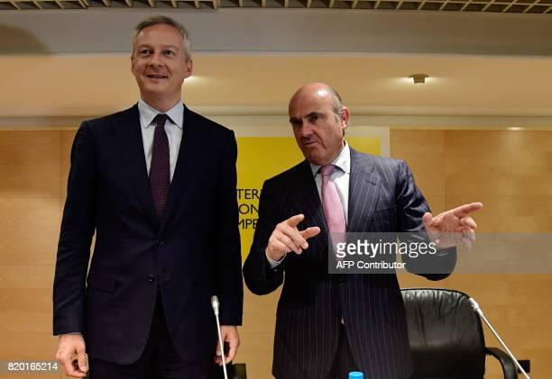 Spanish Economy Minister Luis de Guindos and his French counterpart Bruno Le Maire stand before giving a press conference at the Economy Ministry...