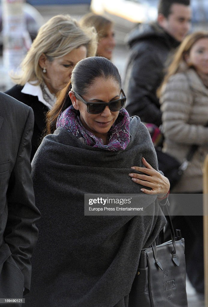 Spanish flamenco singer Isabel Pantoja arrives at Malaga court for the ongoing trial for alleged money-laundering and embezzlement on January 14, 2013 in Malaga, Spain. The 2006 scandal has put nearly 100 people on trial for alleged involvement in bribes to city officials by property developers for planning permissions.