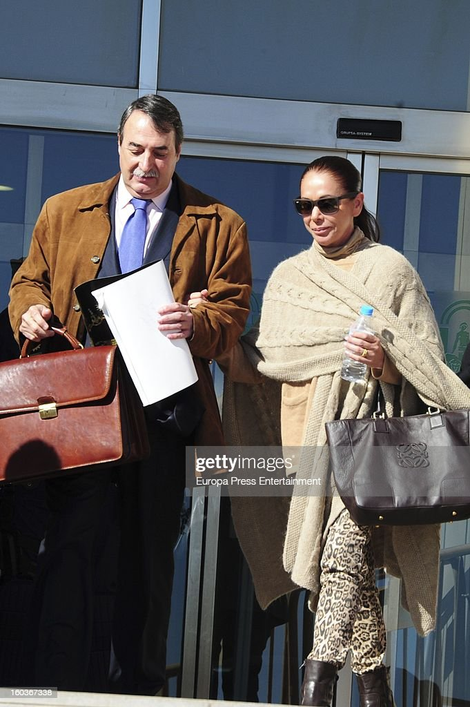 Spanish flamenco singer <a gi-track='captionPersonalityLinkClicked' href=/galleries/search?phrase=Isabel+Pantoja&family=editorial&specificpeople=220341 ng-click='$event.stopPropagation()'>Isabel Pantoja</a> arrives at Malaga court in the last day for the ongoing trial for alleged money-laundering and embezzlement on January 29, 2013 in Malaga, Spain. The 2006 scandal has put nearly 100 people on trial for alleged involvement in bribes to city officials by property developers for planning permissions.