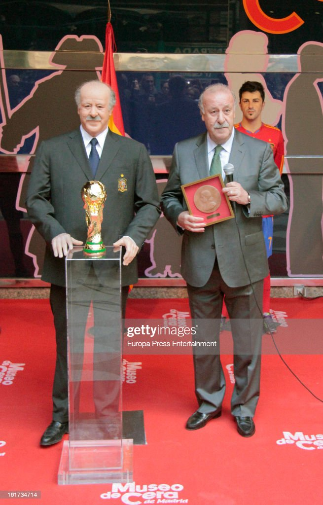 Spanish football coach <a gi-track='captionPersonalityLinkClicked' href=/galleries/search?phrase=Vicente+del+Bosque&family=editorial&specificpeople=2400668 ng-click='$event.stopPropagation()'>Vicente del Bosque</a> attends the unveiling of his wax figure on February 14, 2013 in Madrid, Spain.