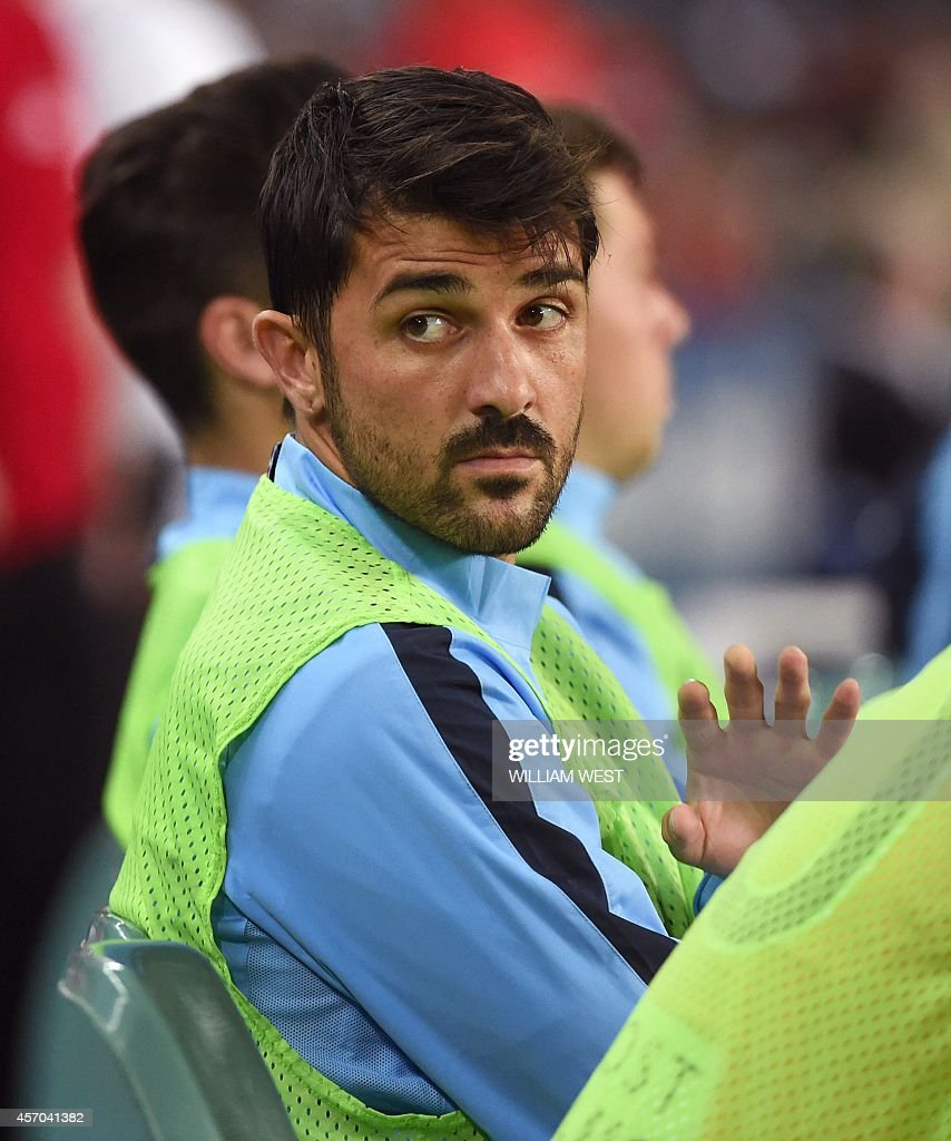 Spanish football star David Villa waves to the fans as he starts