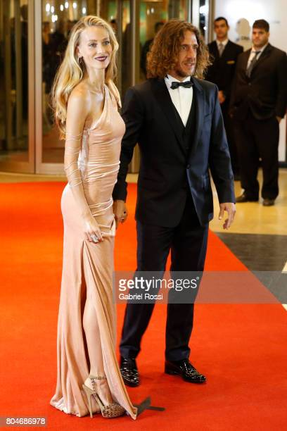 Spanish former soccer player Carles Puyol and his wife Vanesa Lorenzo psoe for pictures on the red carpet during Lionel Messi and Antonela Rocuzzo's...