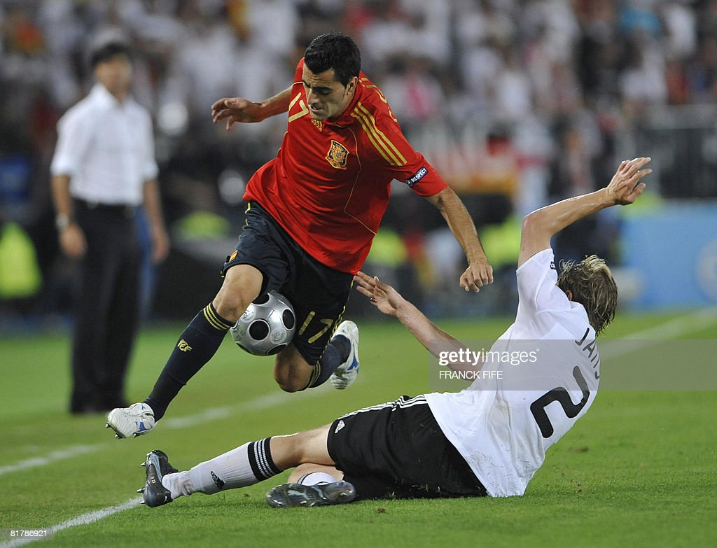 Spanish forward Daniel Guiza (L) vies for the ball with German defender Marcell Jansen during the Euro 2008 championships final football match Germany vs. Spain on June 29, 2008 at Ernst-Happel stadium in Vienna, Austria. AFP PHOTO / FRANCK FIFE -- MOBILE SERVICES OUT --