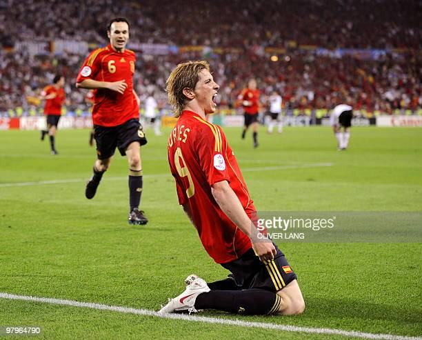 Spanish forward Fernando Torres celebrates in front of midfielder teammate Andres Iniesta after scoring the opening goal during the Euro 2008...