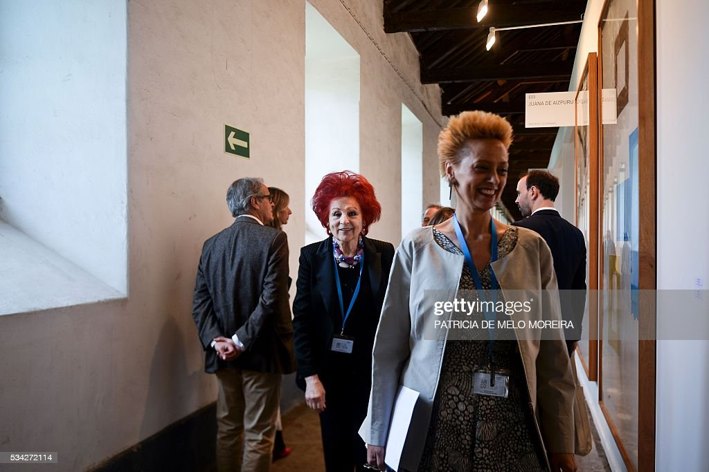 Spanish gallery owner Juana De Aizpuru (C) smiles as she walks past her gallery stand in the ARCO Lisbon Contemporary Art Fair in Lisbon on May 25, 2016. ARCO will be open to the public from May 26 to 29. / AFP / PATRICIA