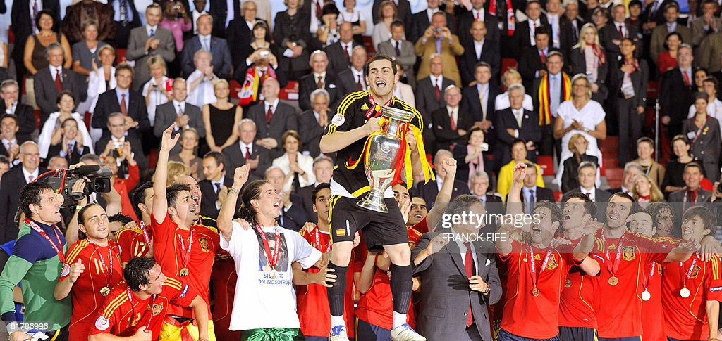 Spanish goalkeeper and captain Iker Casillas (C), flanked by teammates, celebrates with the trophy after the Euro 2008 championships final football match Germany vs. Spain on June 29, 2008 at Ernst-Happel stadium in Vienna, Austria. Spain won their first trophy in 44 years here on Sunday as they beat three-time champions Germany 1-0 in the Euro 2008 final.AFP PHOTO / FRANCK FIFE -- MOBILE SERVICES OUT --