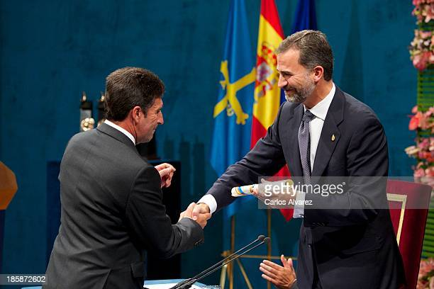 Spanish Golf player Jose Maria Olazabal receives from Prince Felipe of Spain the Prince of Asturias Award for Sports during the 'Prince of Asturias...