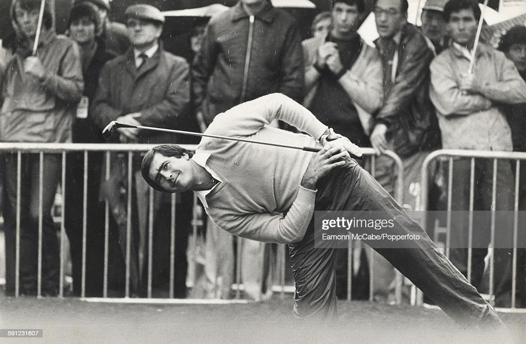 Spanish golfer <a gi-track='captionPersonalityLinkClicked' href=/galleries/search?phrase=Seve+Ballesteros&family=editorial&specificpeople=215301 ng-click='$event.stopPropagation()'>Seve Ballesteros</a> (1957 - 2011) playing at Wentworth in January 1979.
