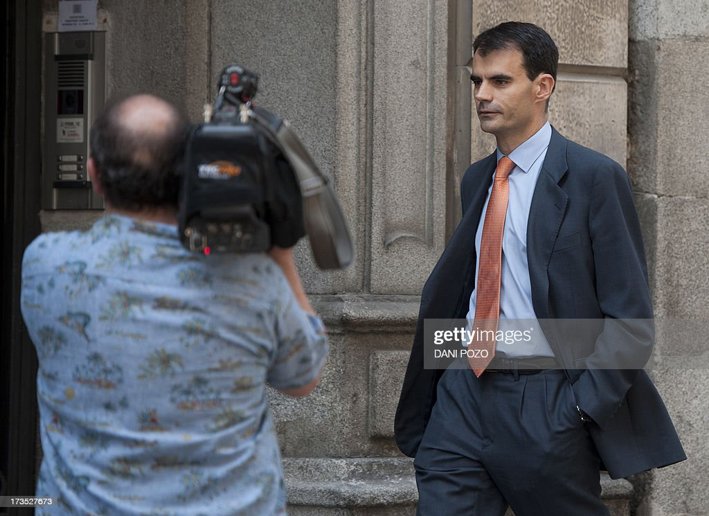 Spanish High Court judge Pablo Ruz (R) leaves the court in Madrid on July 16, 2013. Pablo Ruz, the judge in charge of an alleged slush fund scandal probe and a separate corruption case, both implicating former PP (Popular Party)'s treasurer Luis Barcenas, quizzed Barcenas on July 15. Barcenas told the judge that he had handed 25,000 euros (33,000 USD) in cash to Rajoy in 2010 and the same amount to the party's deputy leader Maria Dolores de Cospedal, sources present at the hearing told reporters afterwards.