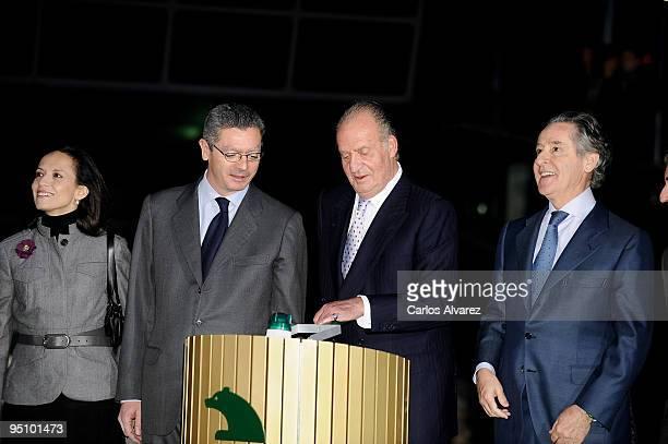 Spanish Housing Minister Beatriz Corredor Madrid Mayor Alberto Ruiz Gallardon King Juan Carlos of Spain and president of Banco Caja Madrid Miguel...