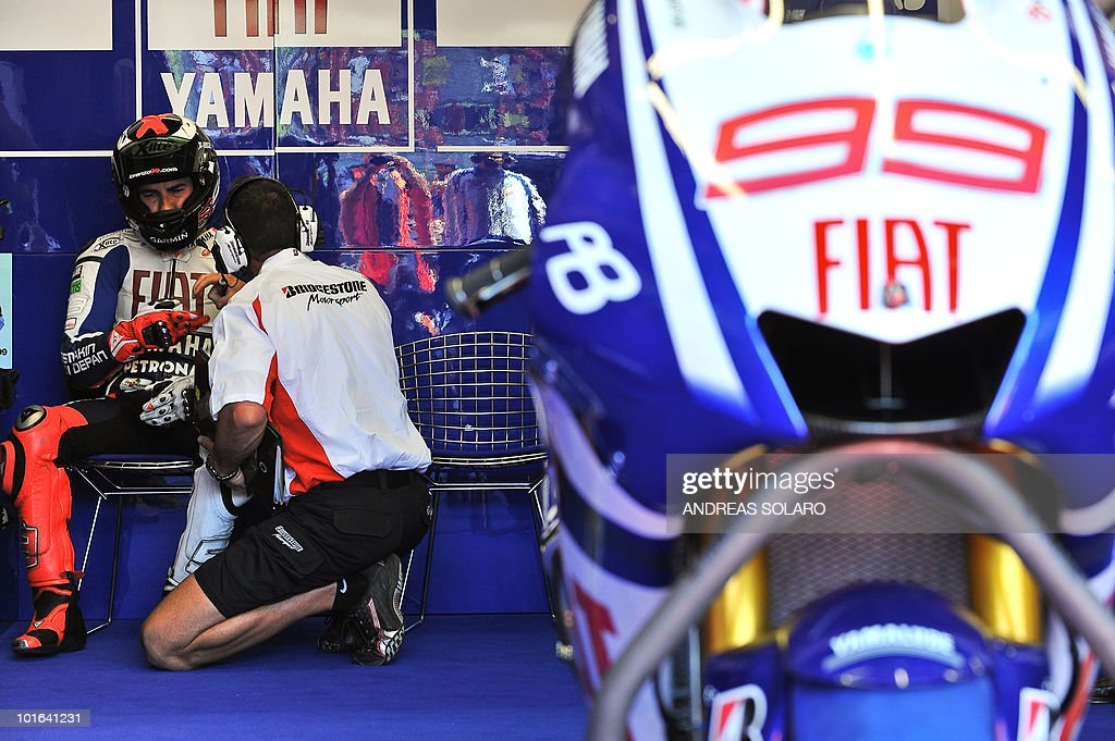 Spanish Jorge Lorenzo of Yamaha team speaks with his mechanich, during the MotoGP qualification section of the Italian Grand Prix at Mugello track on June 5, 2010. Spain Dani Pedrosa of Respol Honda team took the best position ahead of Spanish Jorge Lorenzo of Yamaha and Australian Casey Stoner of Ducati team.