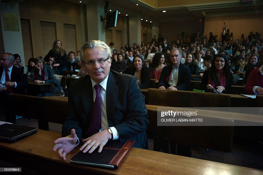 Spanish judge Baltasar Garzon attends an award ceremony for the Rene Cassin Freedom and Democracy prize at Sciences Po Paris (Institute of Political Studies), on May 17, 2010. Garzon was suspended from his post on May 14, 2010 ahead of his trial for abuse of power linked to a probe of Franco-era crimes.