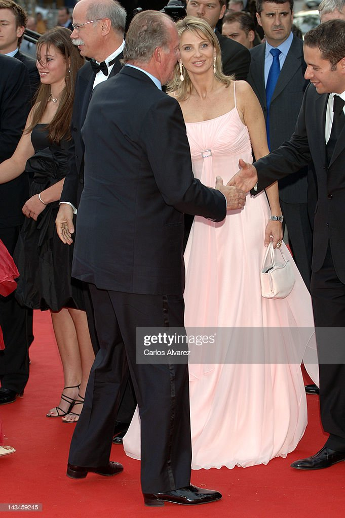 Spanish King Juan Carlos of Spain (L) and Corinna zu Sayn-Wittgenstein attend the Laureus Sports Awards 2006 at Parc del Forum on May 22, 2006 in Barcelona, Spain.
