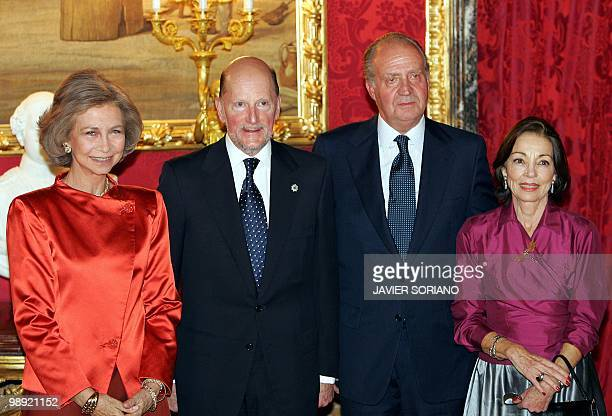Spanish King Juan Carlos Queen Sofia Bulgarian Prime Minister Simeon of SaxeCoburg Gotha and his wife Margarita pose for the photographers before a...