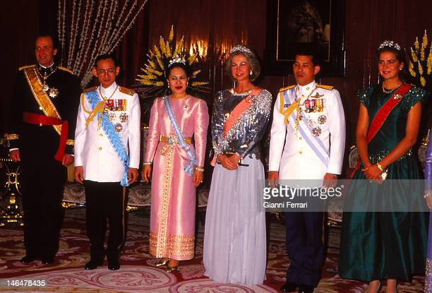 Spanish Kings Thais Kings and the Infanta Cristina before a dinner in the lounge Shanataj 20th November 1987 Bangkok Thailand
