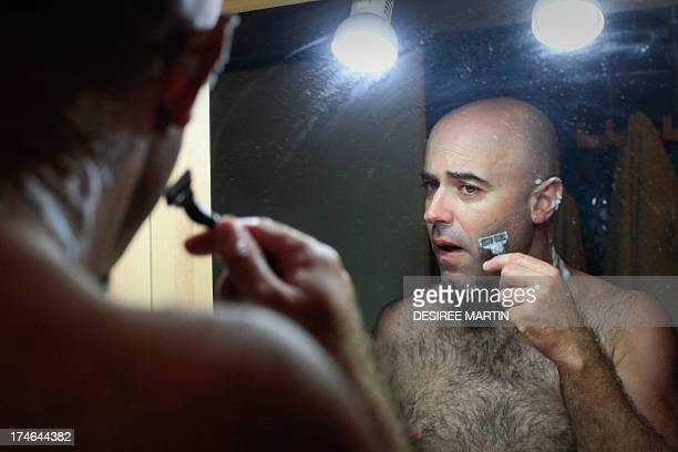 A Spanish man shaves his face in Santa Cruz on the Spanish Canary island of Tenerife on July 27 2013 AFP PHOTO/ DESIREE MARTIN