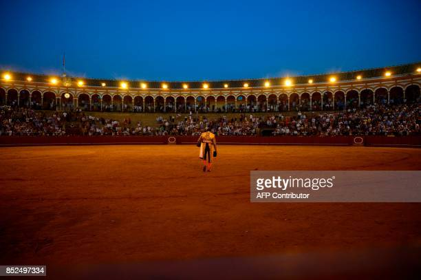Spanish matador Enrique Ponce leaves the bullring after a bullfight during a bullfight at the Maestranza bullring in Sevilla on September 23 2017 /...