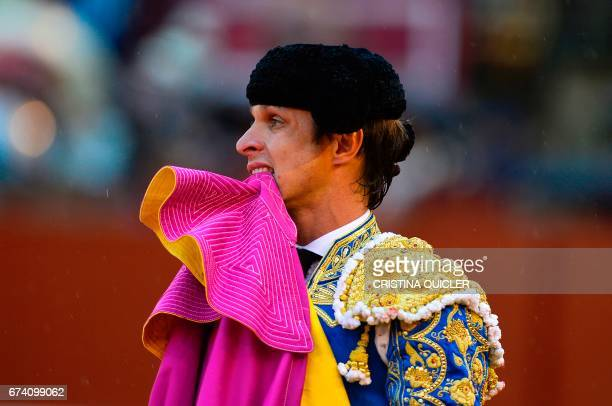 Spanish matador Julian Lopez 'El Juli' bites his capote during a bullfight at the Maestranza bullring in Sevilla on April 27 2017 / AFP PHOTO /...