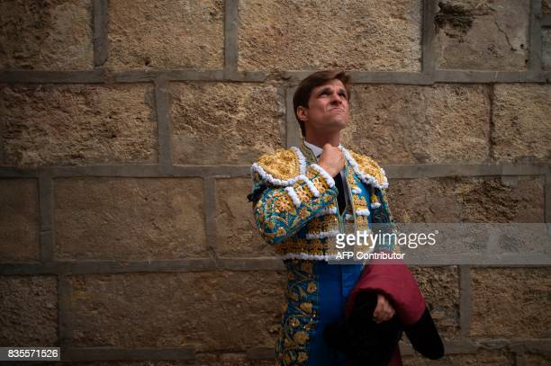Spanish matador Julian lopez 'El Juli' looks up before a bullfight at the La Malagueta bullring in Malaga on August 19 2017 / AFP PHOTO / JORGE...