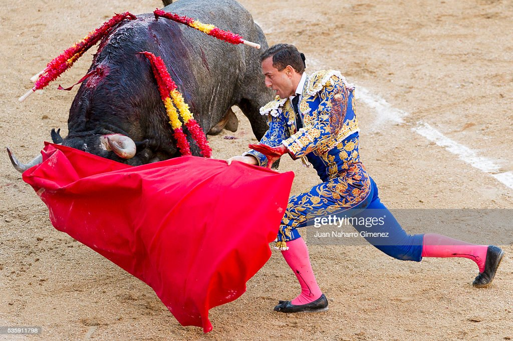 Spanish matador Rafaelillo performs during the San Isidro bullfight festival at Las Ventas bullring on May 30, 2016 in Madrid, Spain.