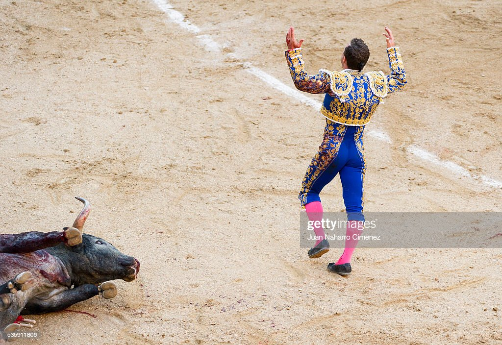 Spanish matador Rafaelillo performs during the San Isidro bullfight festival at Las Ventas bullring on May 30, 2016 in Madrid, Spain.