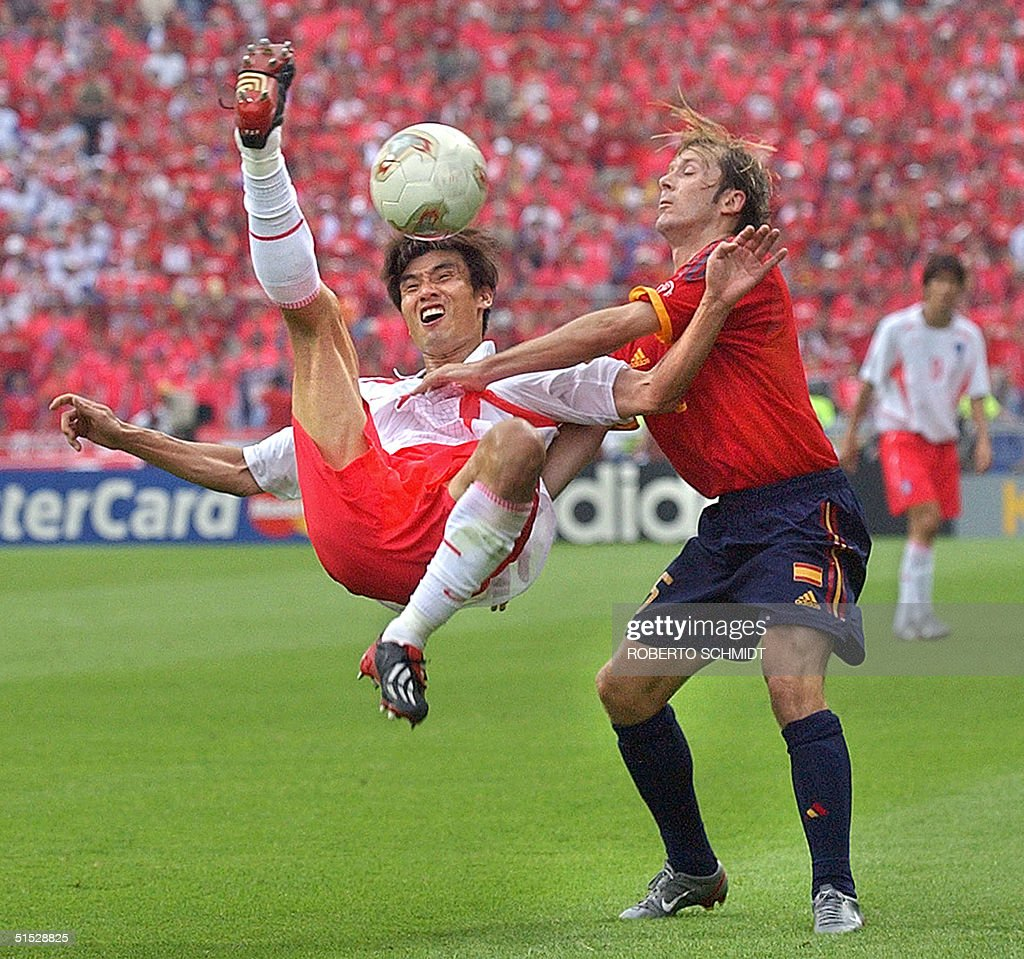 Spanish midfielder Gaizka Men ta R and South K
