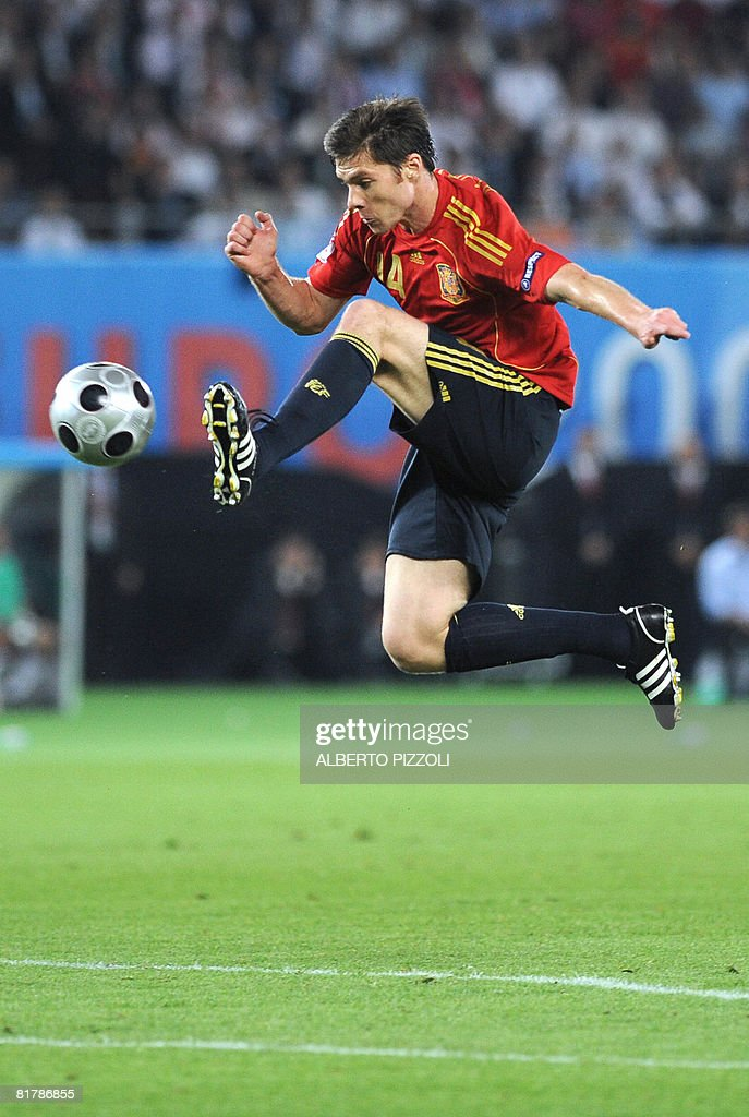 Spanish midfielder Xabi Alonso jumps for a ball during the Euro 2008 championships final football match Germany vs. Spain on June 29, 2008 at Ernst-Happel stadium in Vienna, Austria. AFP PHOTO / ALBERTO PIZZOLI -- MOBILE SERVICES OUT --