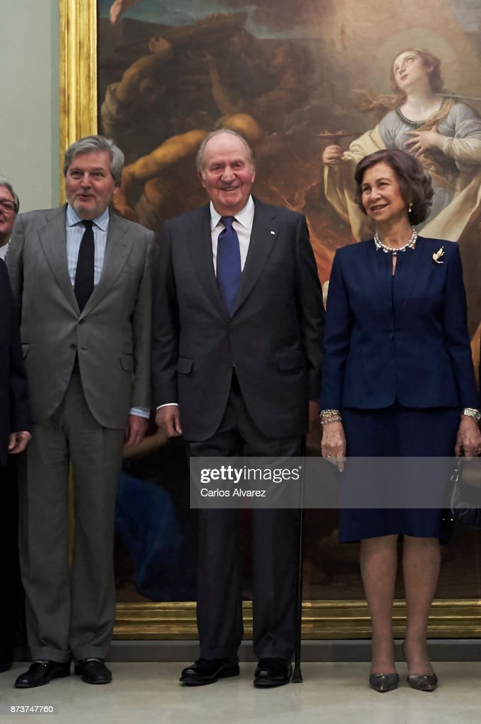 Spanish Minister of Education, Culture and Sports and Government spokesperson Inigo Mendez de Vigo, King Juan Carlos and Queen Sofia deliver the Medal of Honor to the Royal Theater at the San Fernando Museum on November 13, 2017 in Madrid, Spain.