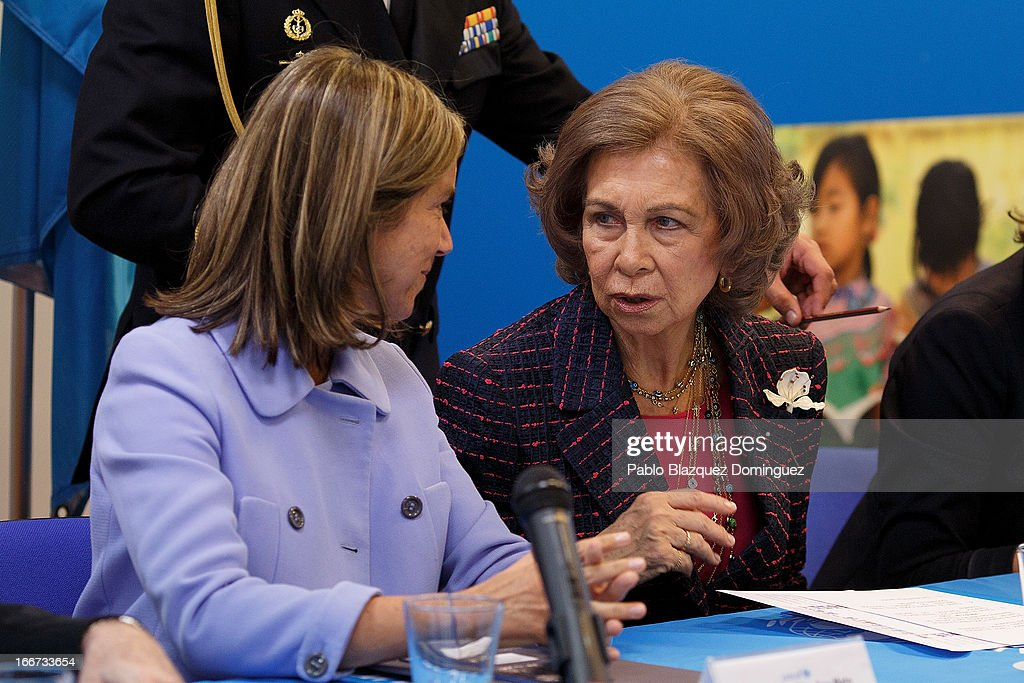 Spanish Minister of Health, Social services and Equality Ana Mato (L) and <a gi-track='captionPersonalityLinkClicked' href=/galleries/search?phrase=Queen+Sofia+of+Spain&family=editorial&specificpeople=160333 ng-click='$event.stopPropagation()'>Queen Sofia of Spain</a> (R) attend a meeting with UNICEF on April 16, 2013 in Madrid, Spain.