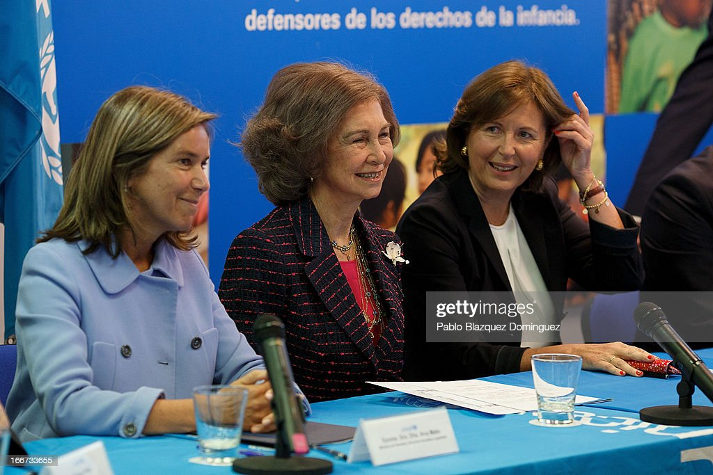 Spanish Minister of Health, Social services and Equality Ana Mato (L) and <a gi-track='captionPersonalityLinkClicked' href=/galleries/search?phrase=Queen+Sofia+of+Spain&family=editorial&specificpeople=160333 ng-click='$event.stopPropagation()'>Queen Sofia of Spain</a> (C) attend a meeting with UNICEF on April 16, 2013 in Madrid, Spain.