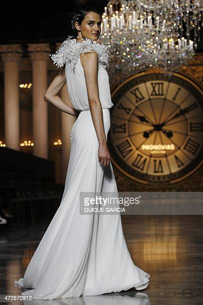 Spanish model Blanca Padilla presents a creation by Pronovias during a press preview of the Atelier Pronovias 2016 as part of the Barcelona Bridal...