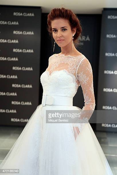 Spanish model Clara Alonso poses during the Rosa Clara Fitting for the Rosa Clara 2016 Collection on May 4 2015 in Barcelona Spain