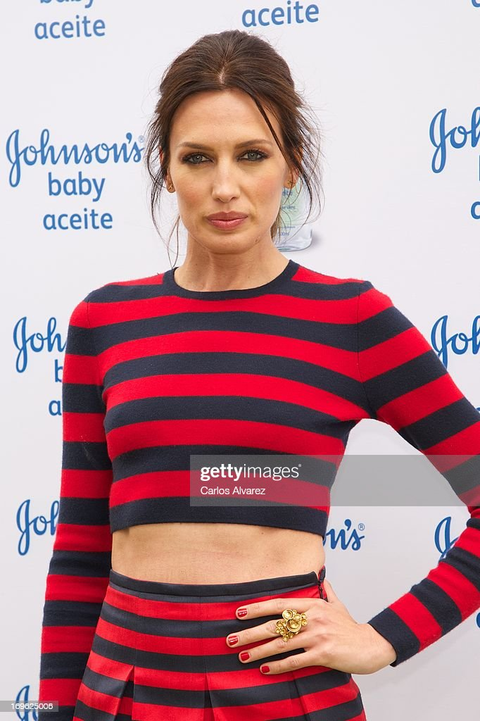 Spanish model <a gi-track='captionPersonalityLinkClicked' href=/galleries/search?phrase=Nieves+Alvarez&family=editorial&specificpeople=234377 ng-click='$event.stopPropagation()'>Nieves Alvarez</a> presents Johnson's Baby with Aloe Vera at the Eurobuilding Hotel on May 29, 2013 in Madrid, Spain.