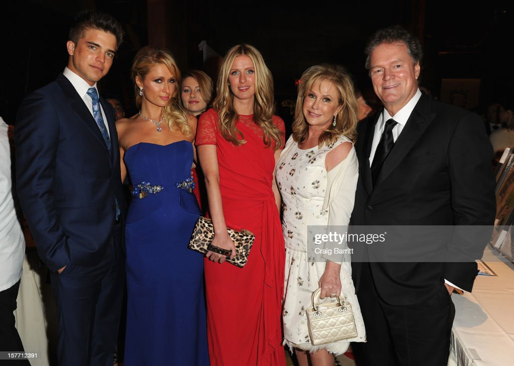 Spanish model River Viiperi, Paris Hilton, Nicky Nilton, Kathy Hilton and Rick Hilton attend European School Of Economics Foundation Vision And Reality Awards on December 5, 2012 in New York City.