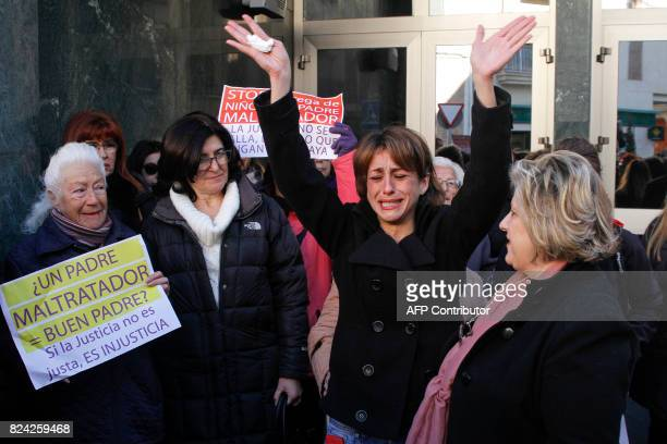 Spanish mother Juana Rivas cries during a protest in front of Maracena Town Hall on December 20 2016 Juana Rivas a woman in her mid30s from Maracena...