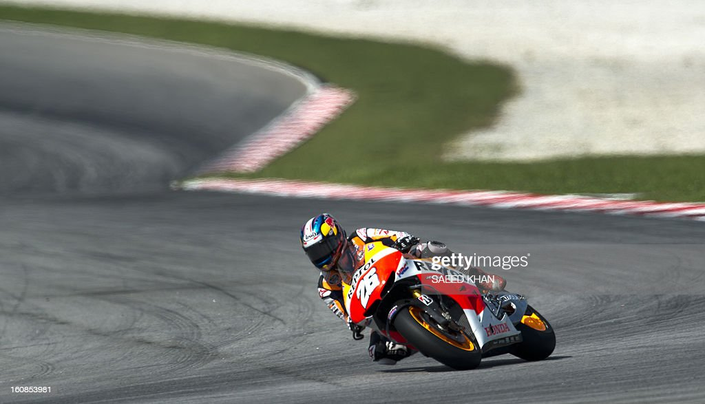 Spanish Moto GP rider Dani Pedrosa of the Repsol Honda Team powers his bike on the third and final day of the pre-season test at the Sepang circuit outside Kuala Lumpur on February 7, 2013. AFP PHOTO / Saeed Khan