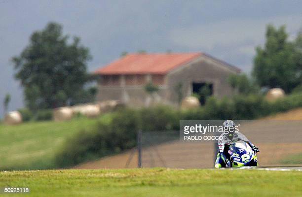 Spanish Moto GP rider Sete Gibernau on his Honda crests a rise during the qualifying session ahead of the Italian Grand Prix at Mugello's circuit 04...