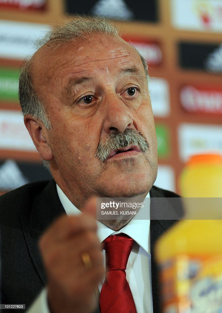 Spanish national football team coach Vicente del Bosque answers questions during a press conference on May 28, 2010, ahead of the team's training camp in Austria before of the World Cup 2010 in South Africa. Spain's national football team arrived today in Austria for a week-long training camp, during which it will also play two warm-up matches.