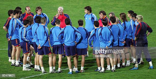 Spanish national soccer team coach Luis Aragones gives instructions to his team during a training session at the Helmantico stadium on March 25 2005...