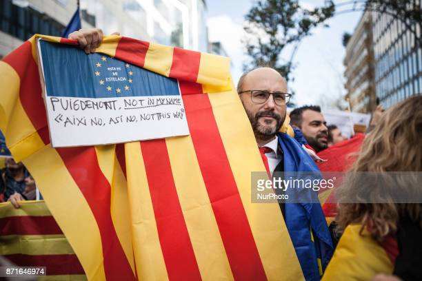 Spanish opponents of the independence of Catalonia protest as 200 Catalan mayors are to arrive in Brussels on November 7 2017 in Brussels