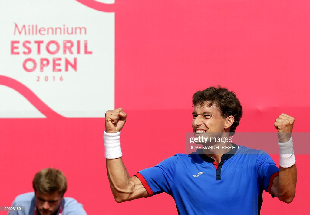 Spanish Pablo Carreno Busta celebrates his victory over French Gilles Simon during their quarter-final Estoril Open Tennis tournament in Estoril on April 29, 2016. / AFP / JOSE