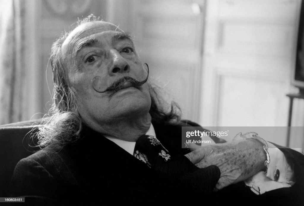 Spanish painter <a gi-track='captionPersonalityLinkClicked' href=/galleries/search?phrase=Salvador+Dali&family=editorial&specificpeople=94477 ng-click='$event.stopPropagation()'>Salvador Dali</a> poses during a portrait session held at Hotel Meurice in 1973 Paris, France.